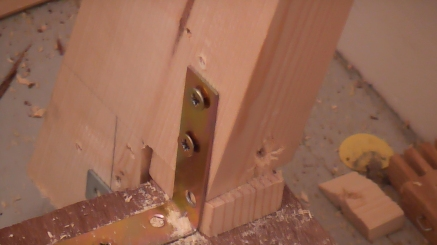 Metal supports are used to keep the frame in place